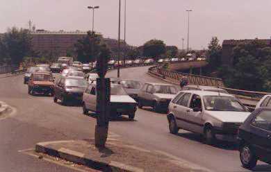 Via Cilicia oppressa dal traffico